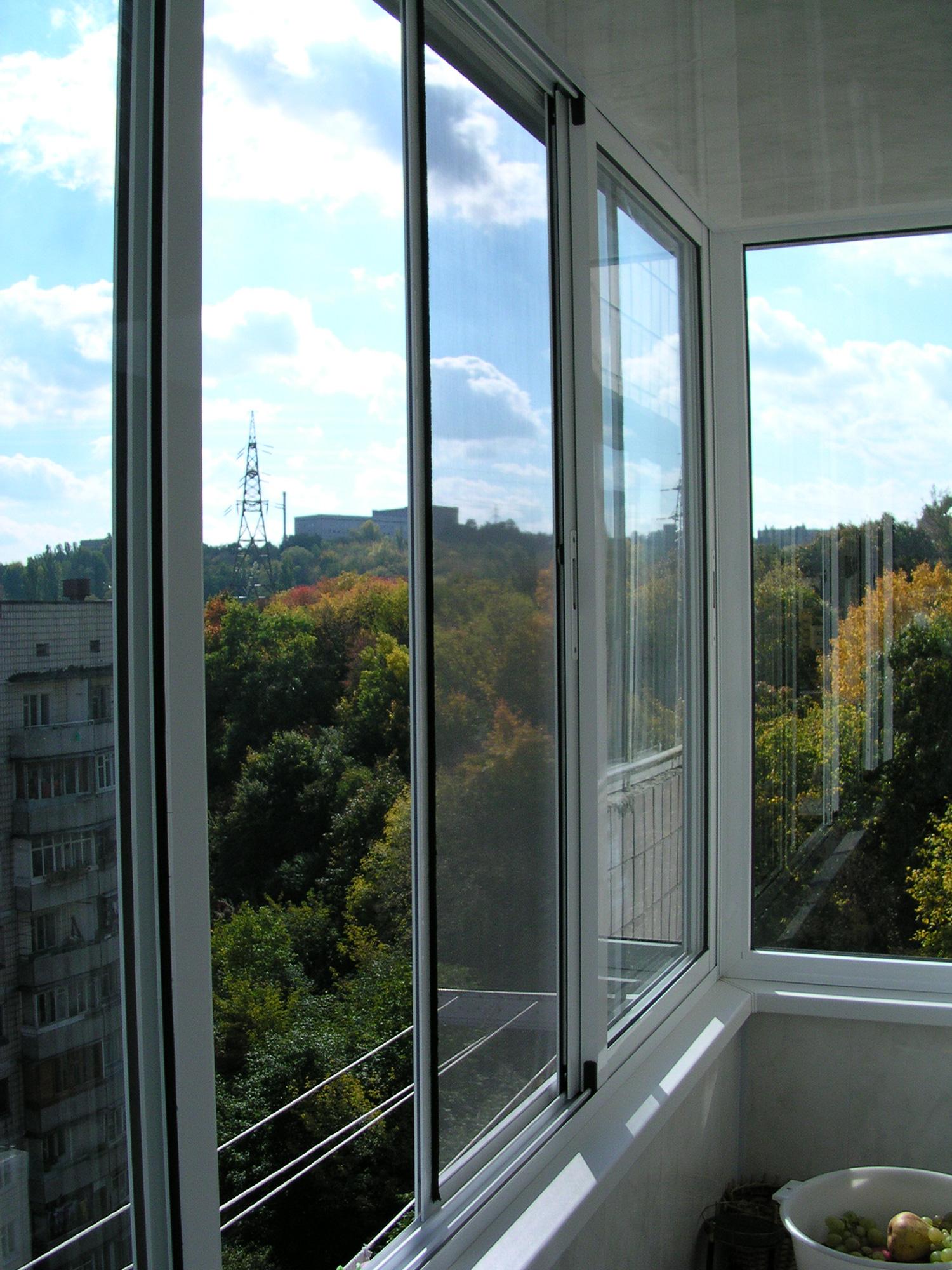 Москитные сетки для балкона с алюминиевым остеклением..